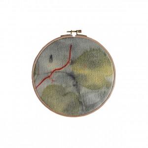 BAIN n°26 EMPREINTE n°01 / arbre de judée, garance, fer sur laine dans bain de ronces / diam.19cm - 80 €