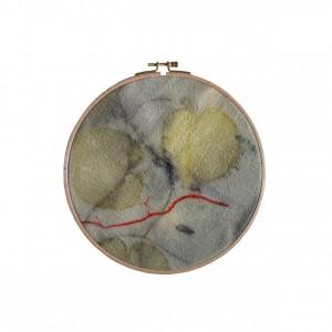 BAIN n°26 EMPREINTE n°01 / arbre de judée, garance, fer sur laine dans bain de ronces / diam. 22cm - 100 €