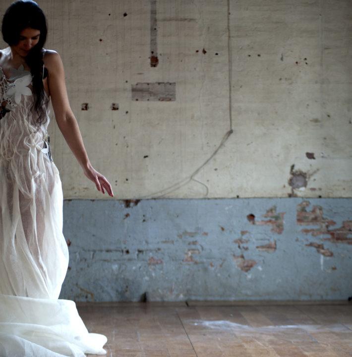 """séance photo par Dylan des robes de l'exposition """"à mains croisées"""""""