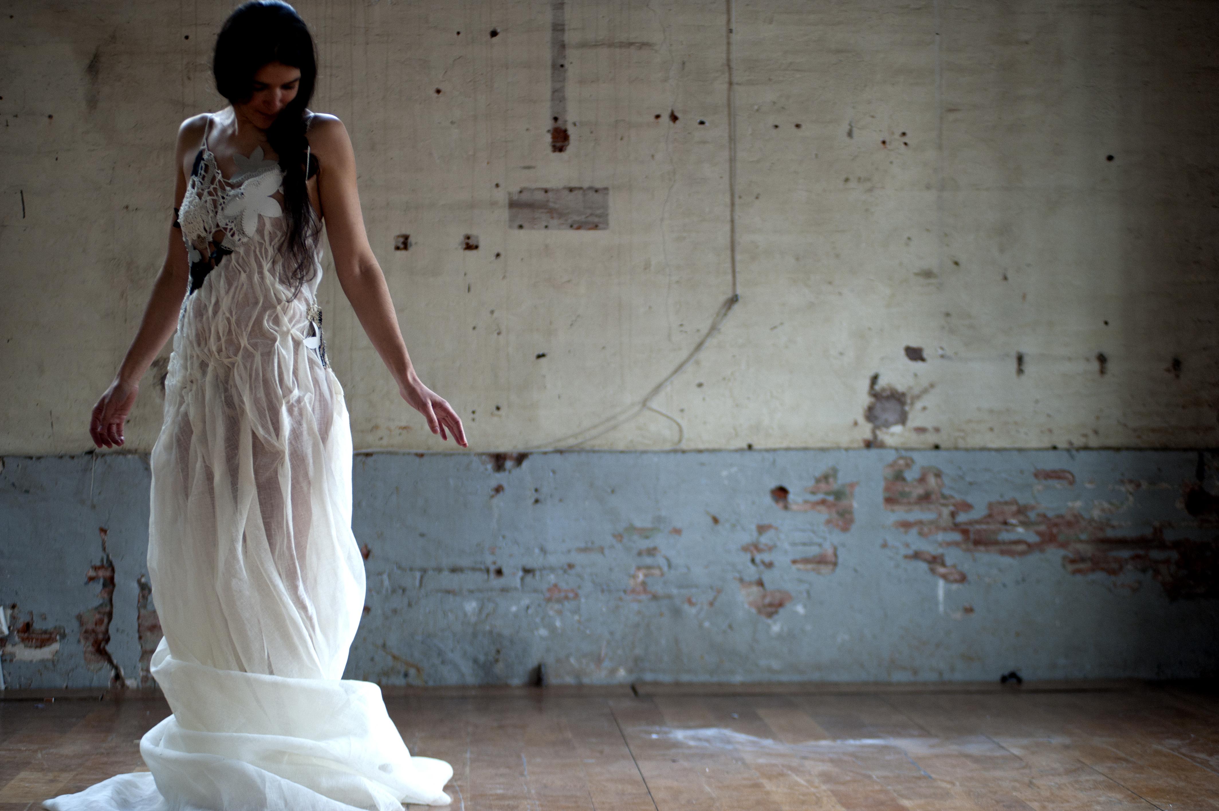 """séance photo des robes de l'exposition """"à mains croisées"""" par Dylan"""
