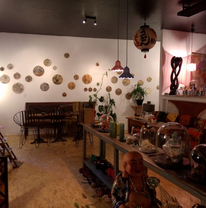 exposition au Caravan Café à Figeac de mapie des vignes