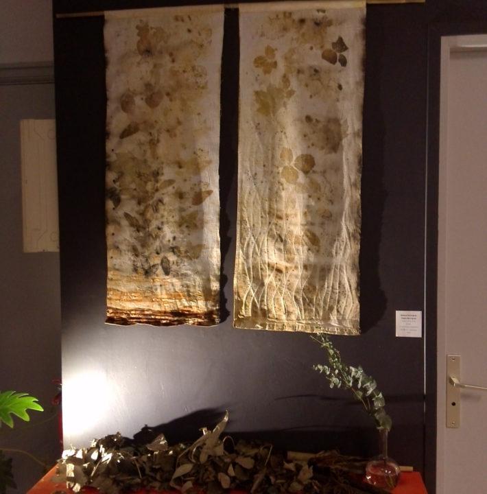 """exposition Shinrin-Yoku de mapie des vignes et helena sellergren.kakemono """"Haïku de la Forêt"""" dyptique empreintes végétales sur coton ancien"""